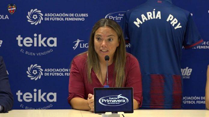 María Pry, en plena rueda de prensa del Levante UD. FOTO: UD LEVANTE
